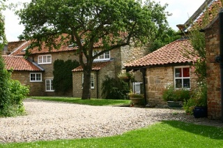 Holiday Cottage Reviews for Holly Cottage - Holiday Cottage in Ebberston, North Yorkshire