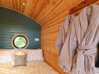 Holiday Cottage Reviews for Glenmore Jetty Pod - Self Catering in Acharacle, Highlands