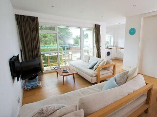 Holiday Cottage Reviews for 15 Fairwinds - Self Catering in Sandbanks, Dorset