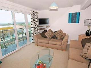 Holiday Cottage Reviews for 6 Golden Bay Apts - Holiday Cottage in Newquay, Cornwall inc Scilly