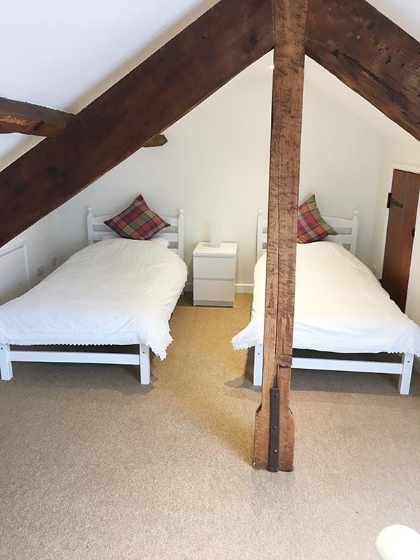 13redwood Twin Upstairs Beam