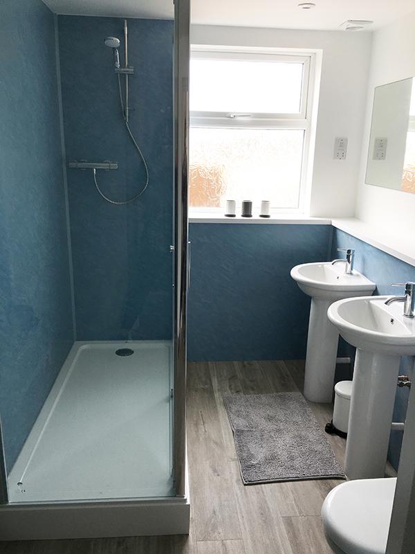 17redwood Main Bathroom