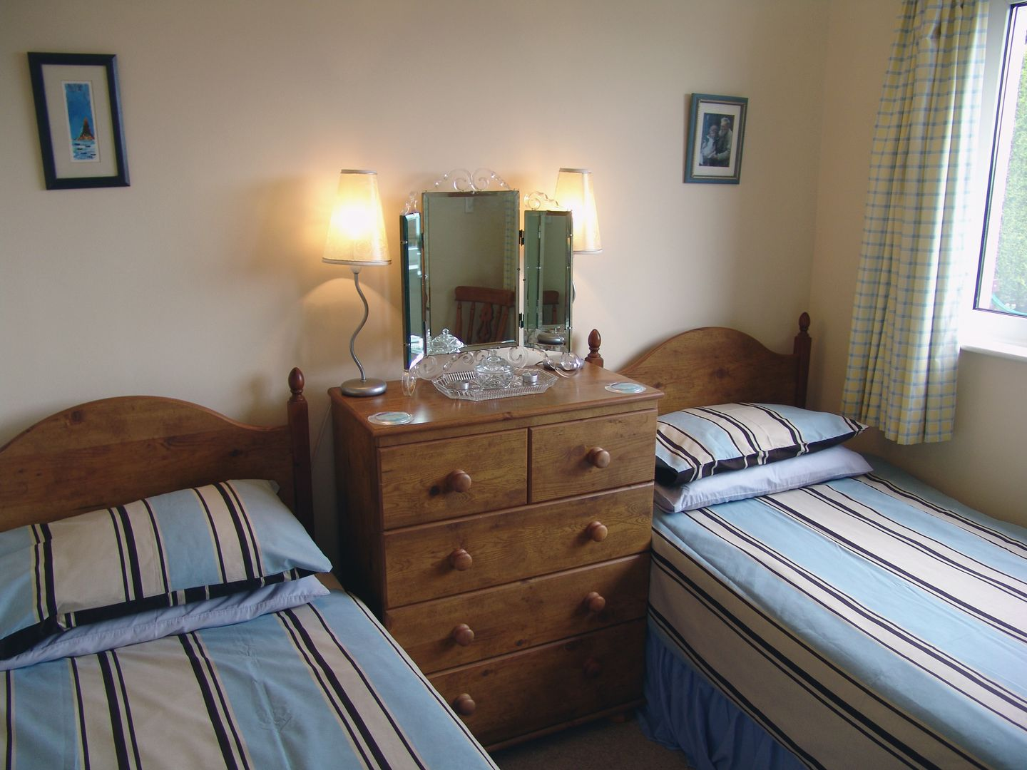 1 Gwelenys Road Twin Bedroom