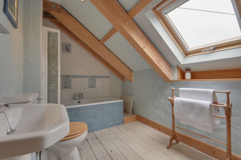 Barn Cottage Trelights Bathroom