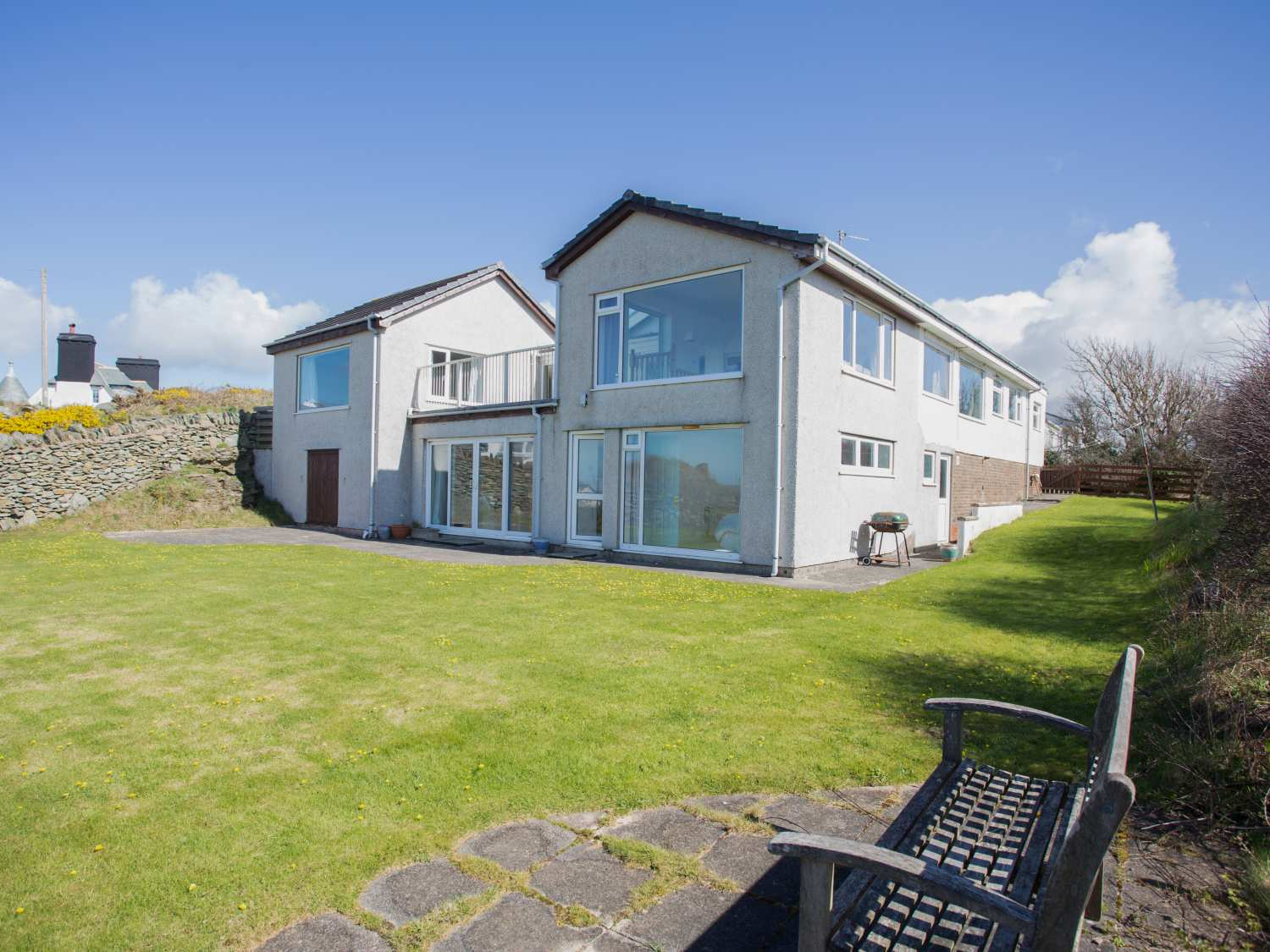 Holiday Cottage Reviews for Bay's End - Holiday Cottage in Trearddur Bay, Isle of Anglesey