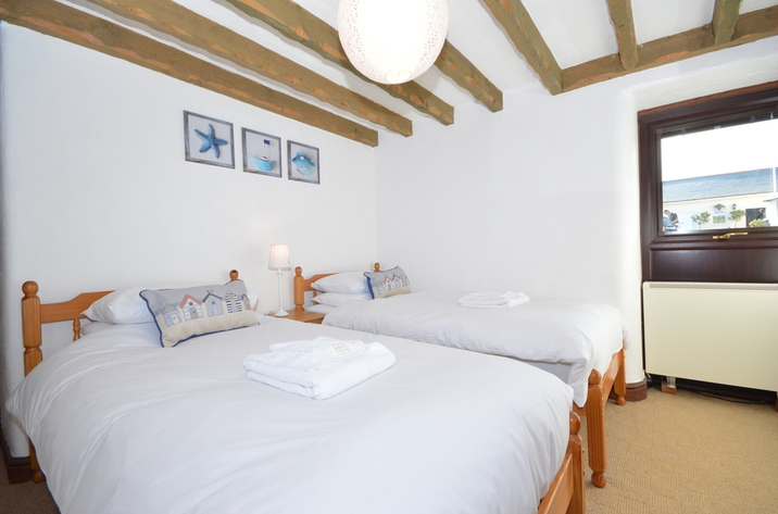 Buzzards View Holiday Cottage In Kingswear11