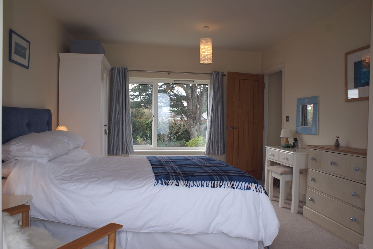 Castle View Port Isaac Double Bedroom Blue