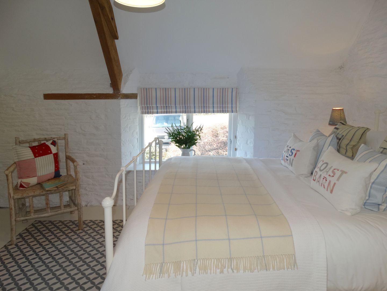 Coast Barn Newton Ferrers Bedroom With Window