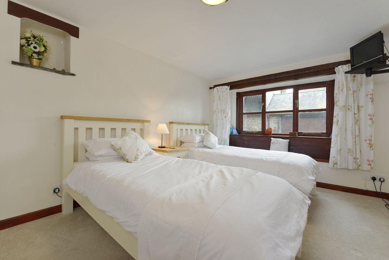 Corn Tallett Pillhead Farm Twin Bedroom