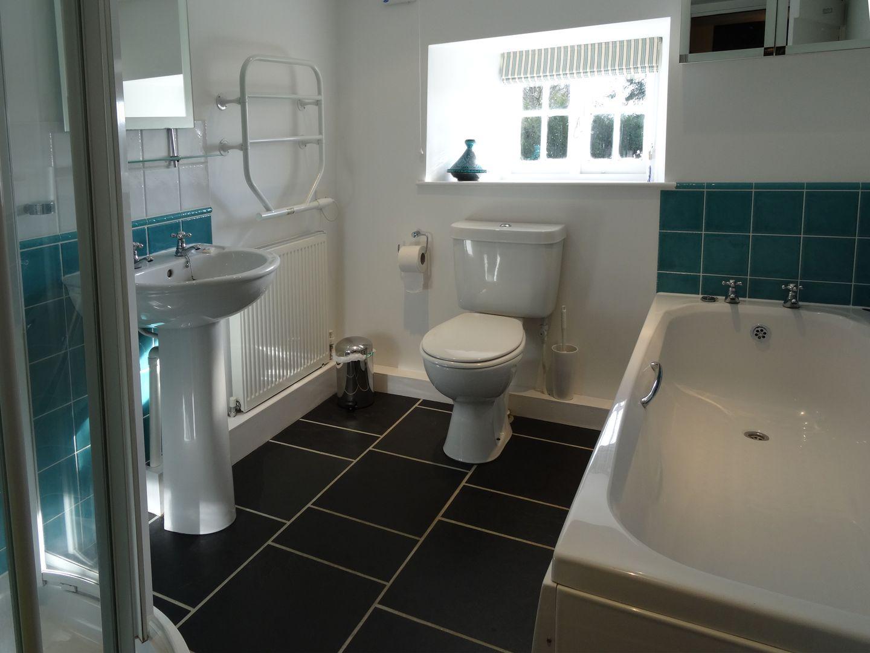 Crookedoak Cottage Holsworthy Family Bathroom