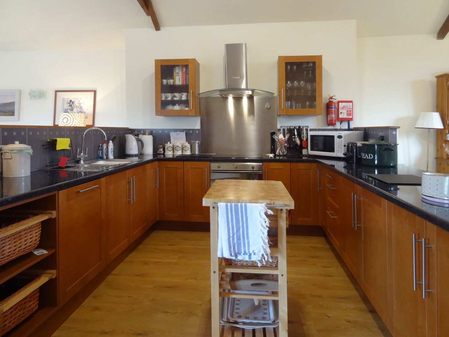 Crosscombe Barn Loddiswell Kitchen With Cooker