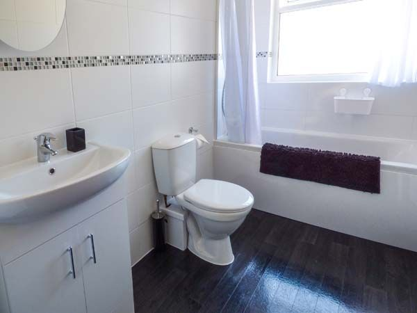 Dingarth Holiday Cottage In Tenby36