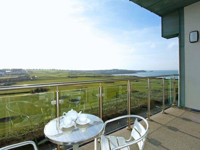 Holiday Cottage Reviews for Fistral View, 51 Zinc - Holiday Cottage in Newquay, Cornwall inc Scilly
