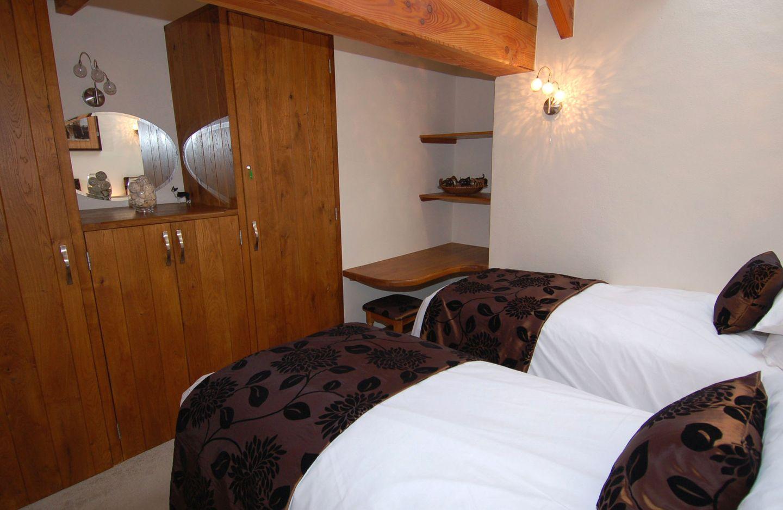 Hideaway Bossiney Tintagel Twin Bedroom