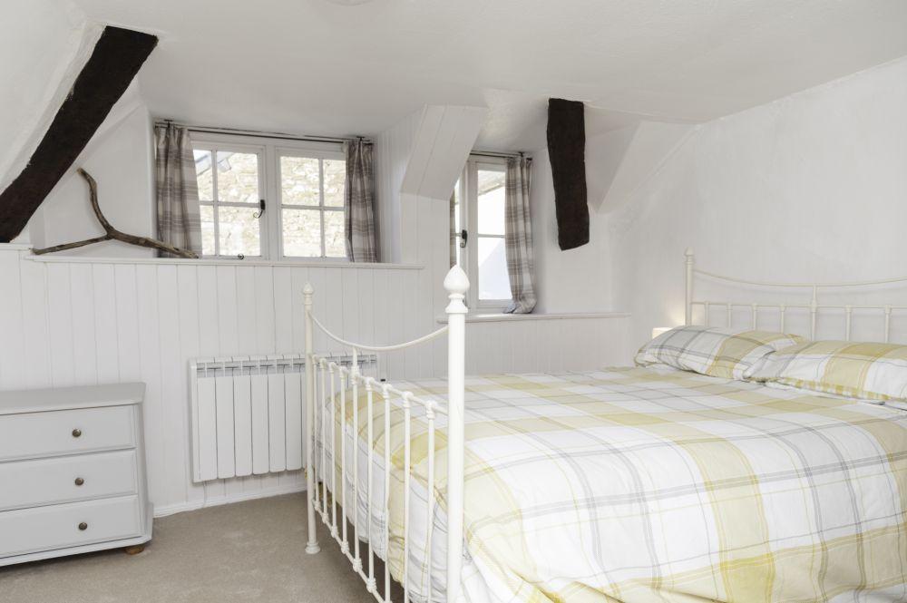 Mainbedroom3