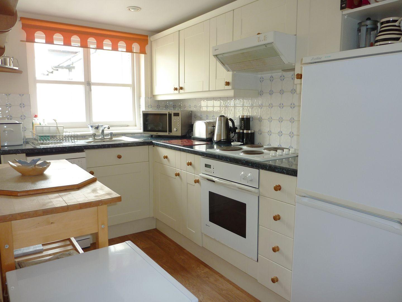 Pier Cottage Modern Kitchen