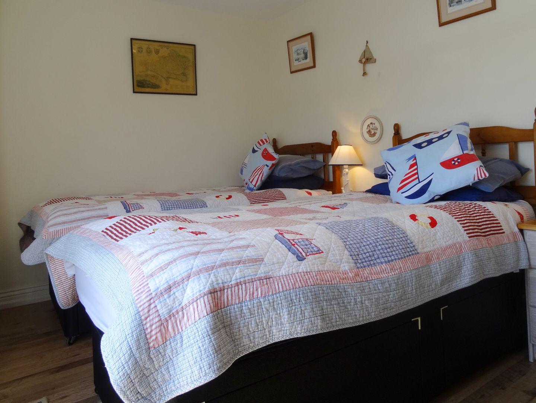 Pier Cottage Twin Bedroom