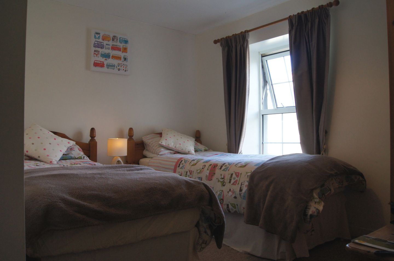 Primrose Cottage Edmonton Twin Bedroom