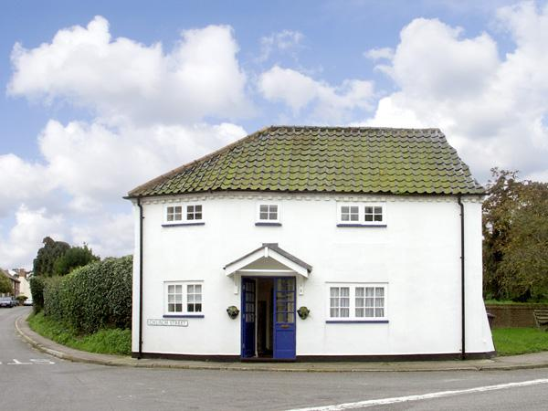 Holiday Cottage Reviews for Corner Cottage - Self Catering in Wangford, Suffolk