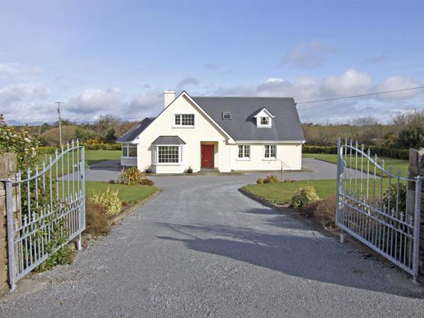 Holiday Cottage Reviews for Fern View House - Cottage Holiday in Beaufort, Kerry