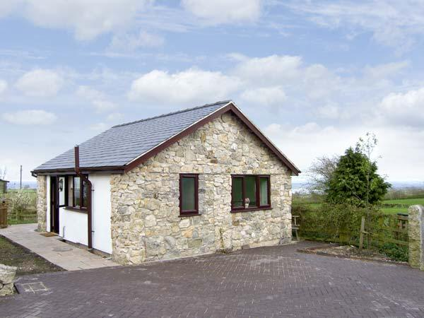 Holiday Cottage Reviews for Dolphin Bach - Holiday Cottage in Holywell, Flintshire