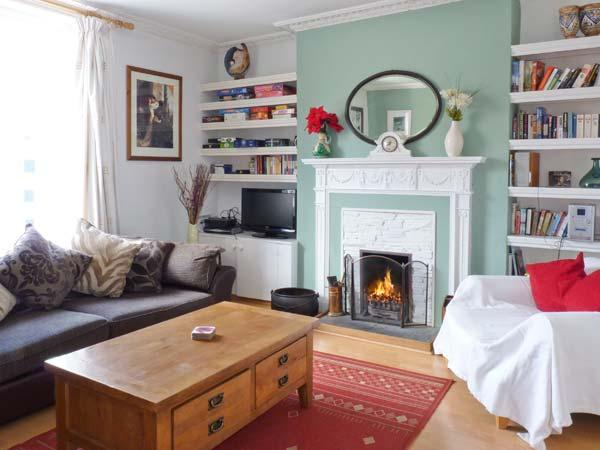 Holiday Cottage Reviews for The Old Bank House - Holiday Cottage in Mevagissey, Cornwall Inc Scilly