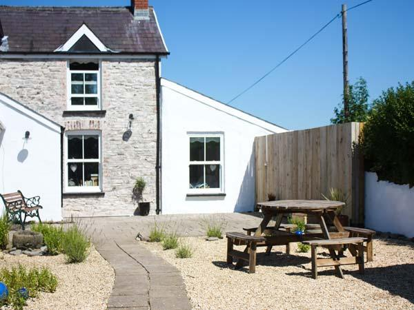 Holiday Cottage Reviews for The Den - Holiday Cottage in Llansteffan, Carmarthenshire