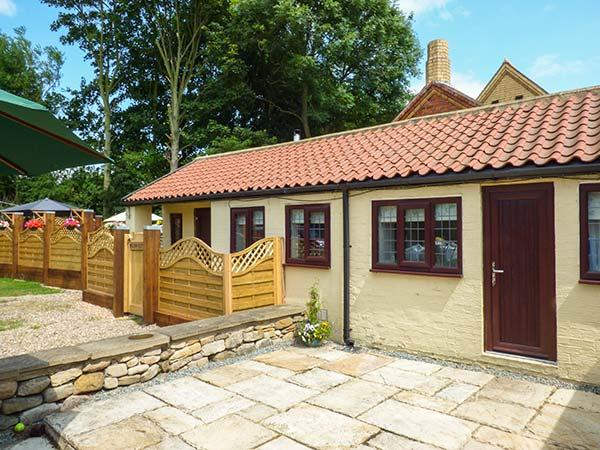 Holiday Cottage Reviews for Willow Cottage - Cottage Holiday in Hornsea, East Yorkshire