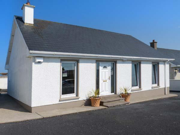 Holiday Cottage Reviews for 16 Seaview Park - Holiday Cottage in Ballycotton, Cork