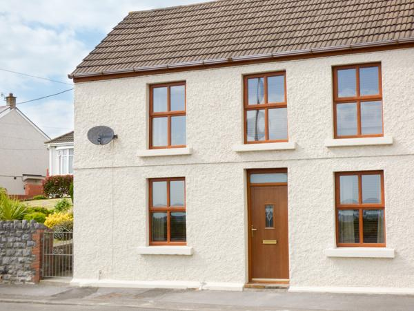 Holiday Cottage Reviews for Sunset Cottage - Holiday Cottage in Llanelli, Carmarthenshire