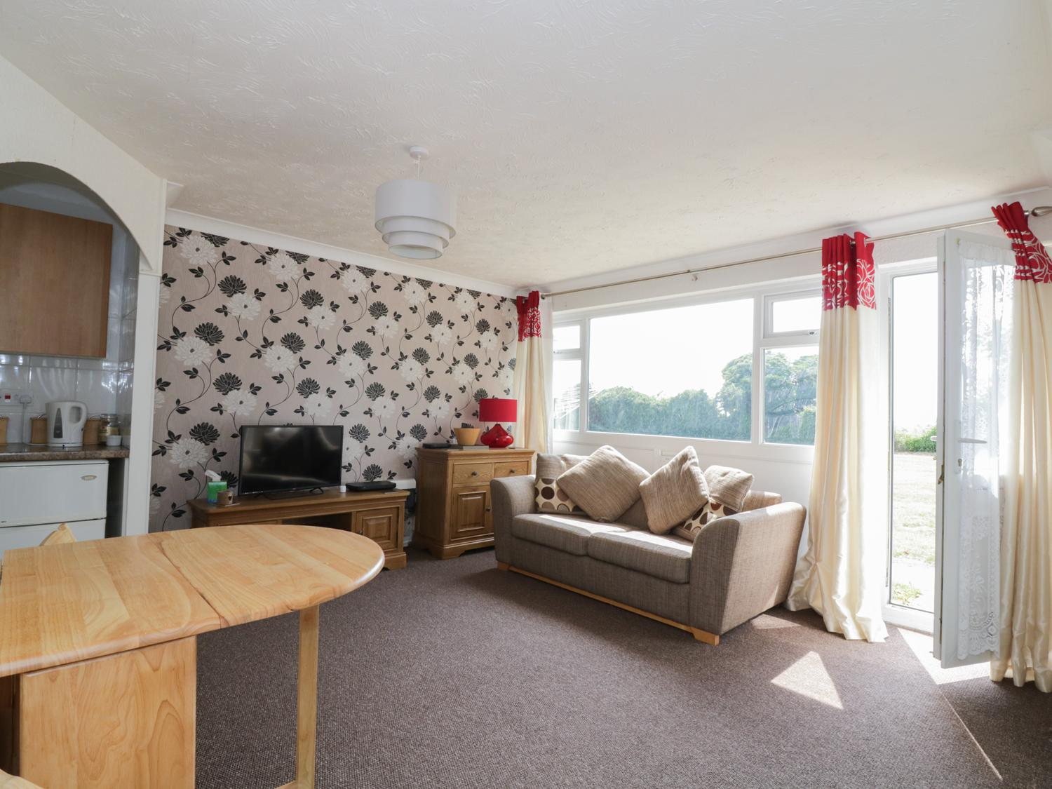 Holiday Cottage Reviews for Waveney View - Holiday Cottage in Burgh Castle, Norfolk