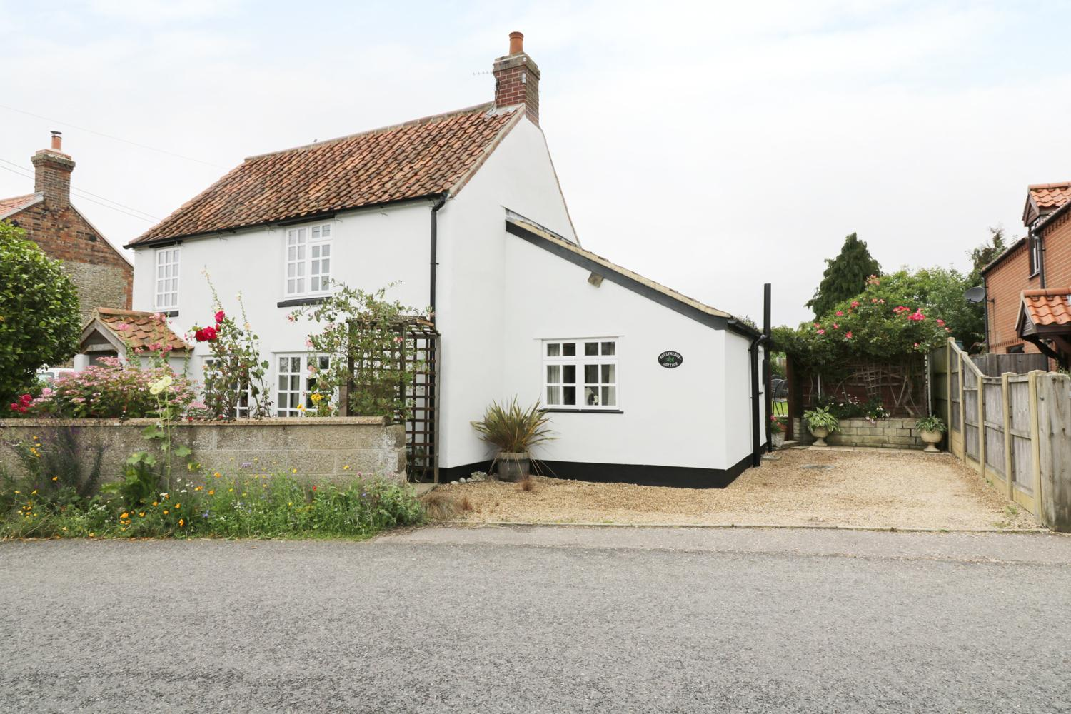 Holiday Cottage Reviews for Hollyhedge Cottage - Self Catering Property in Briston, Norfolk