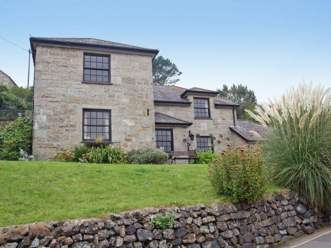 Holiday Cottage Reviews for Mengarth - Holiday Cottage in Cadgwith, Cornwall inc Scilly