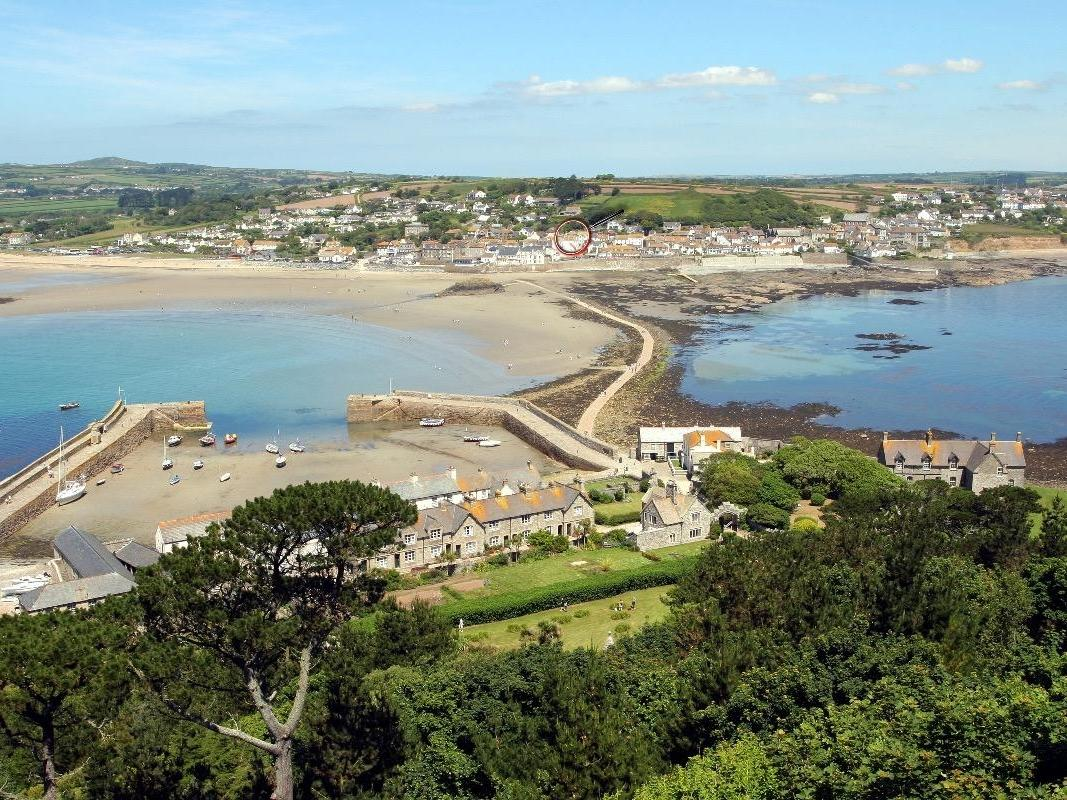 Holiday Cottage Reviews for Sterling House - Holiday Cottage in Marazion, Cornwall inc Scilly