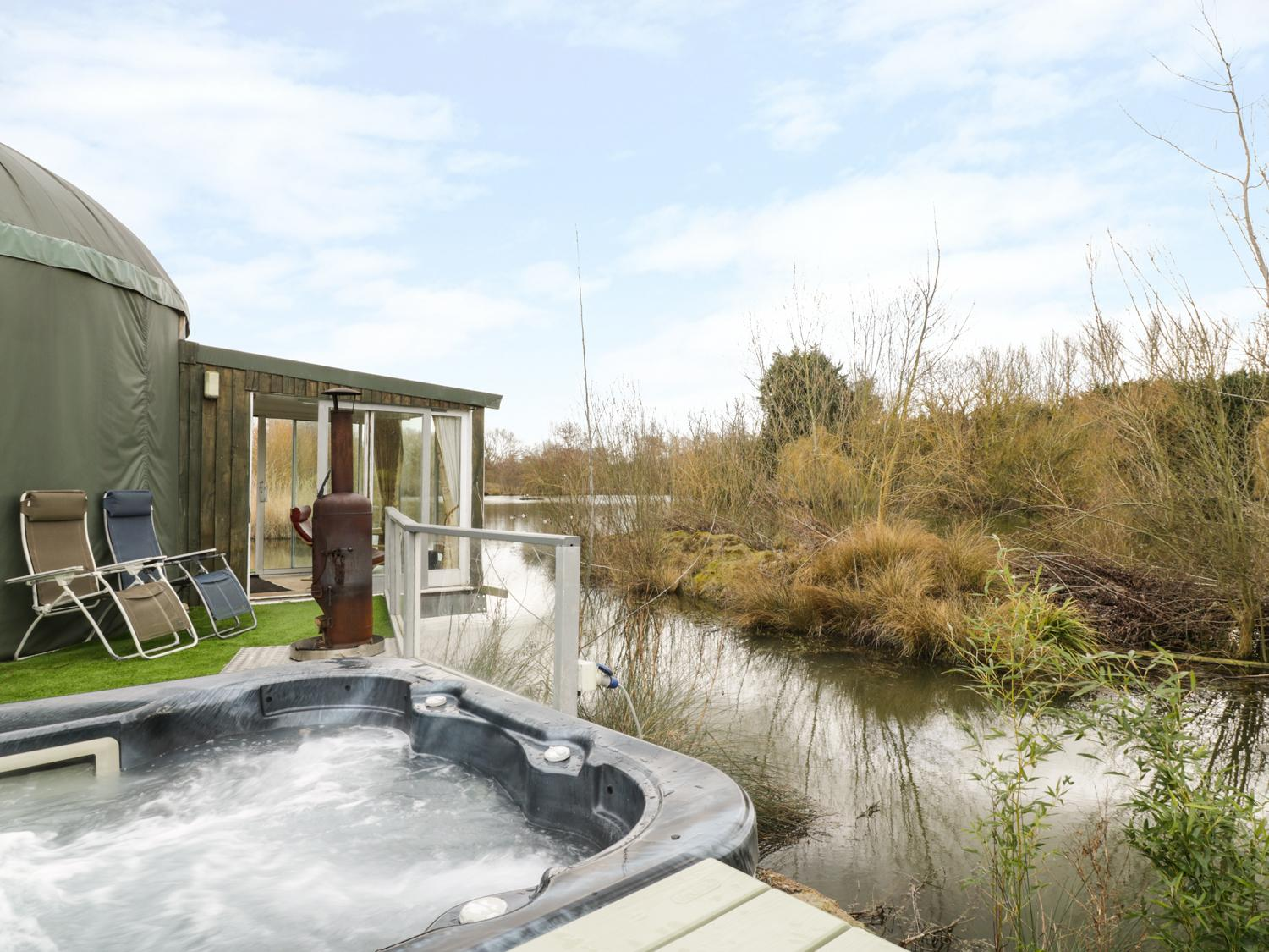 Holiday Cottage Reviews for Secret Island Yurt - Cottage Holiday in Beckford, Worcestershire