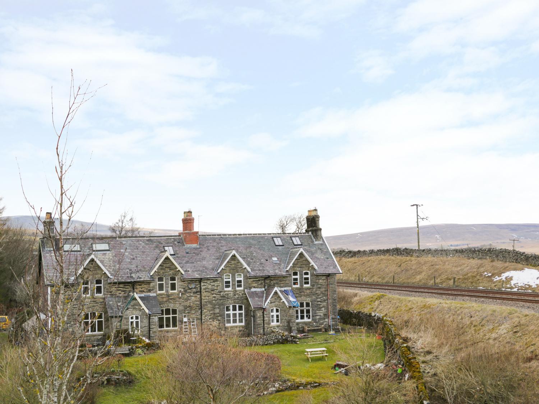 2 Railway Cottages
