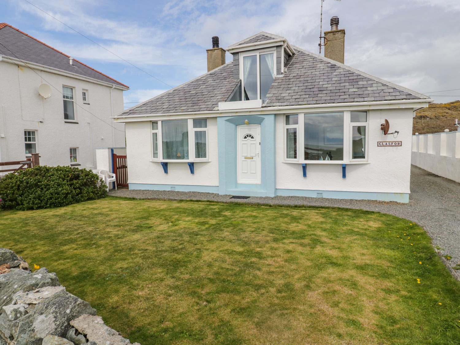 Holiday Cottage Reviews for Glasfor - Holiday Cottage in Trearddur Bay, Isle of Anglesey
