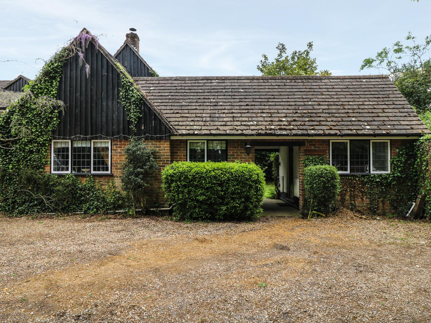 Holiday Cottage Reviews for Little Bunty Lodge - Holiday Cottage in Barton On Sea, Hampshire