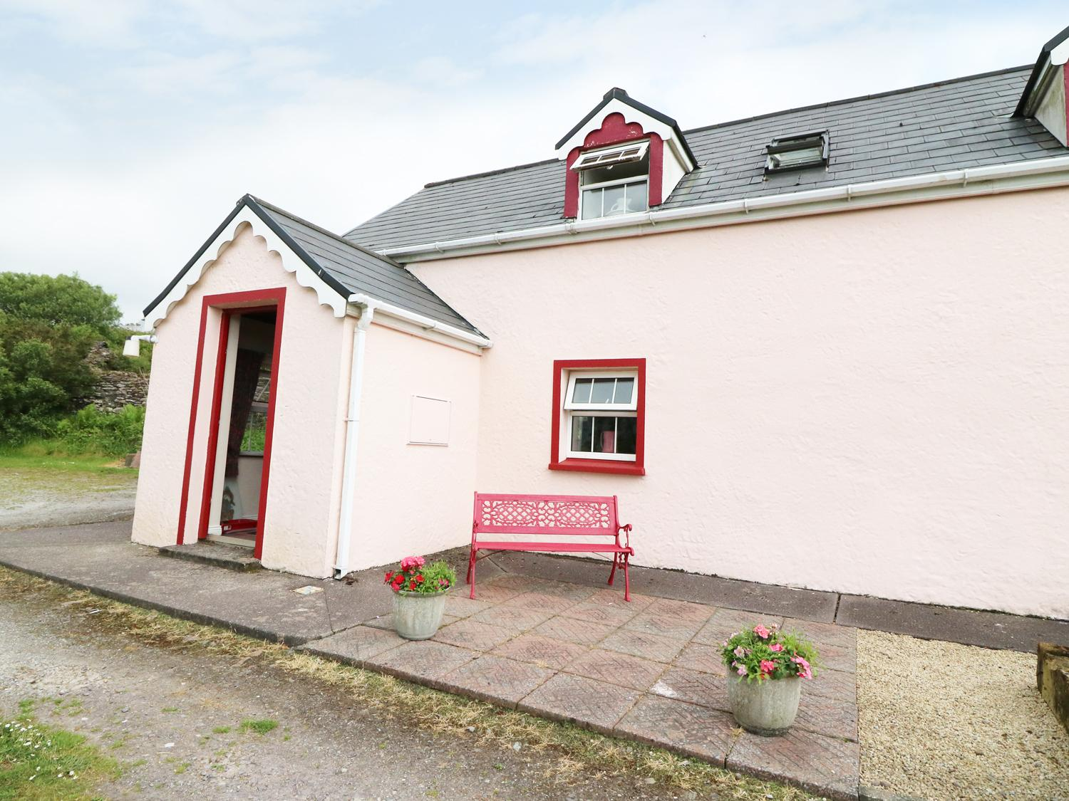 Holiday Cottage Reviews for Fuschia Cottage - Cottage Holiday in Waterville, Kerry