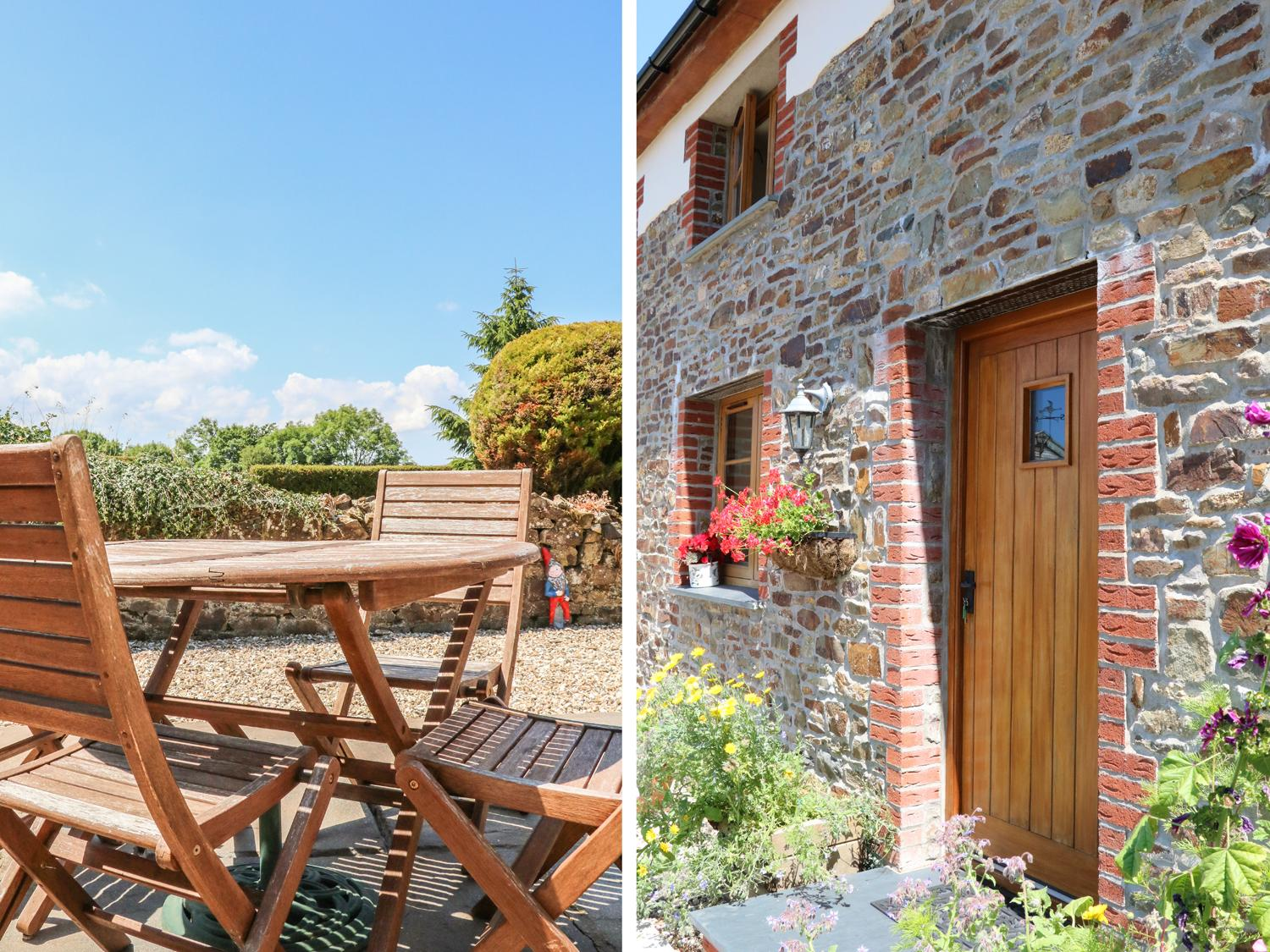 Holiday Cottage Reviews for Lundy View Cottage - Self Catering in Torrington, Devon