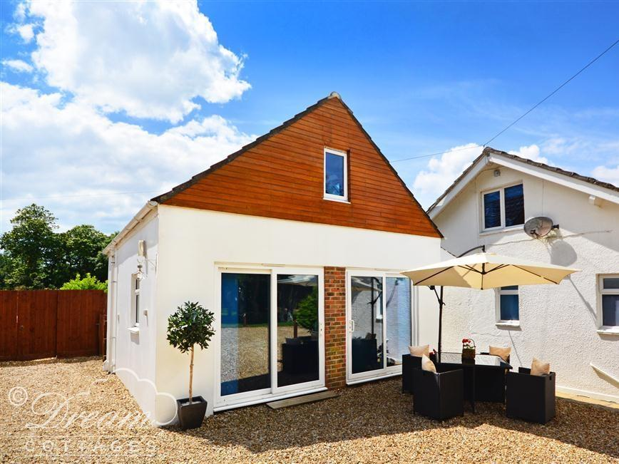 Holiday Cottage Reviews for Whitegates Lodge - Holiday Cottage in Weymouth, Dorset