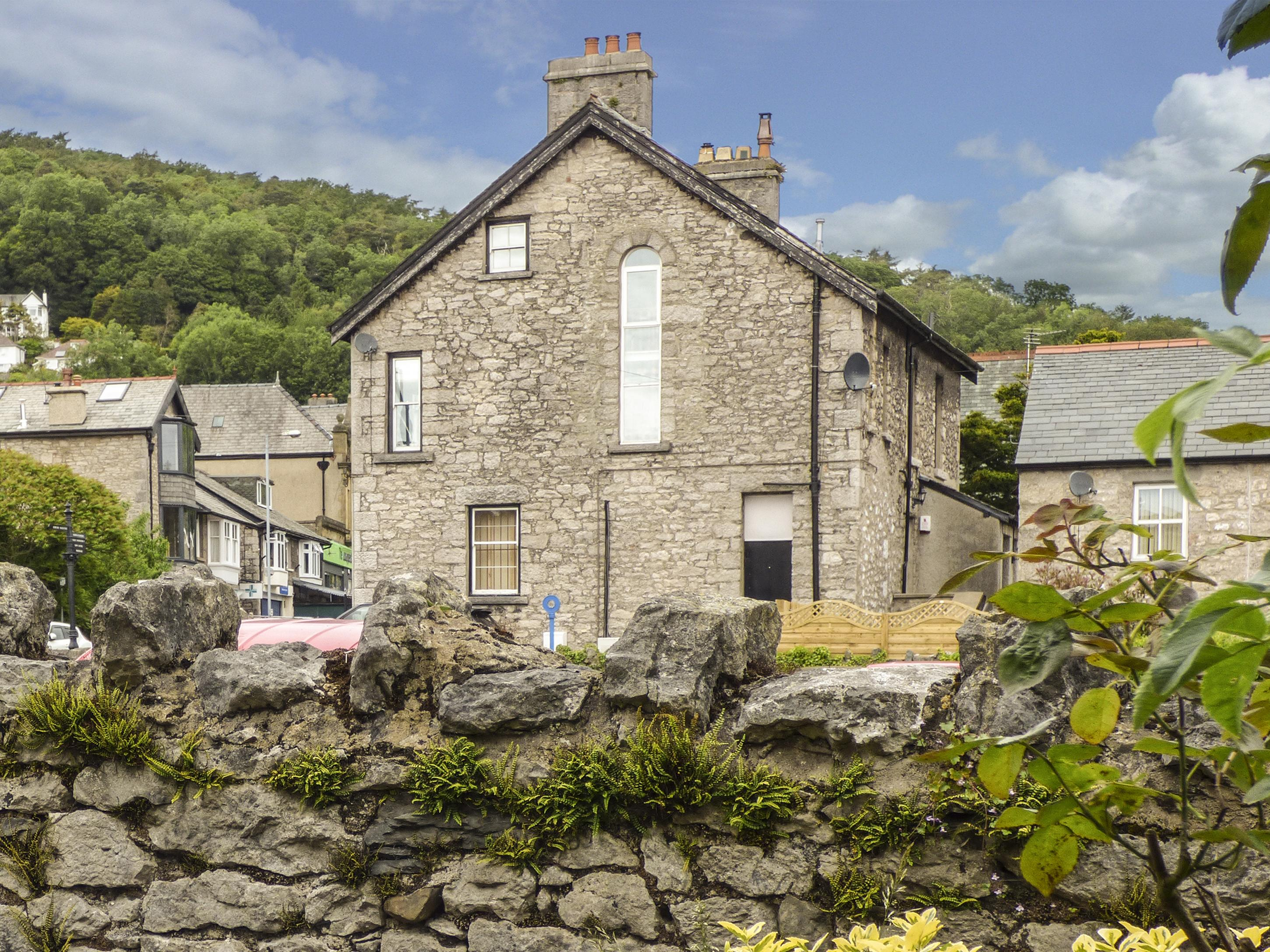 Holiday Cottage Reviews for Church View - Self Catering Property in Grange over Sands, Cumbria