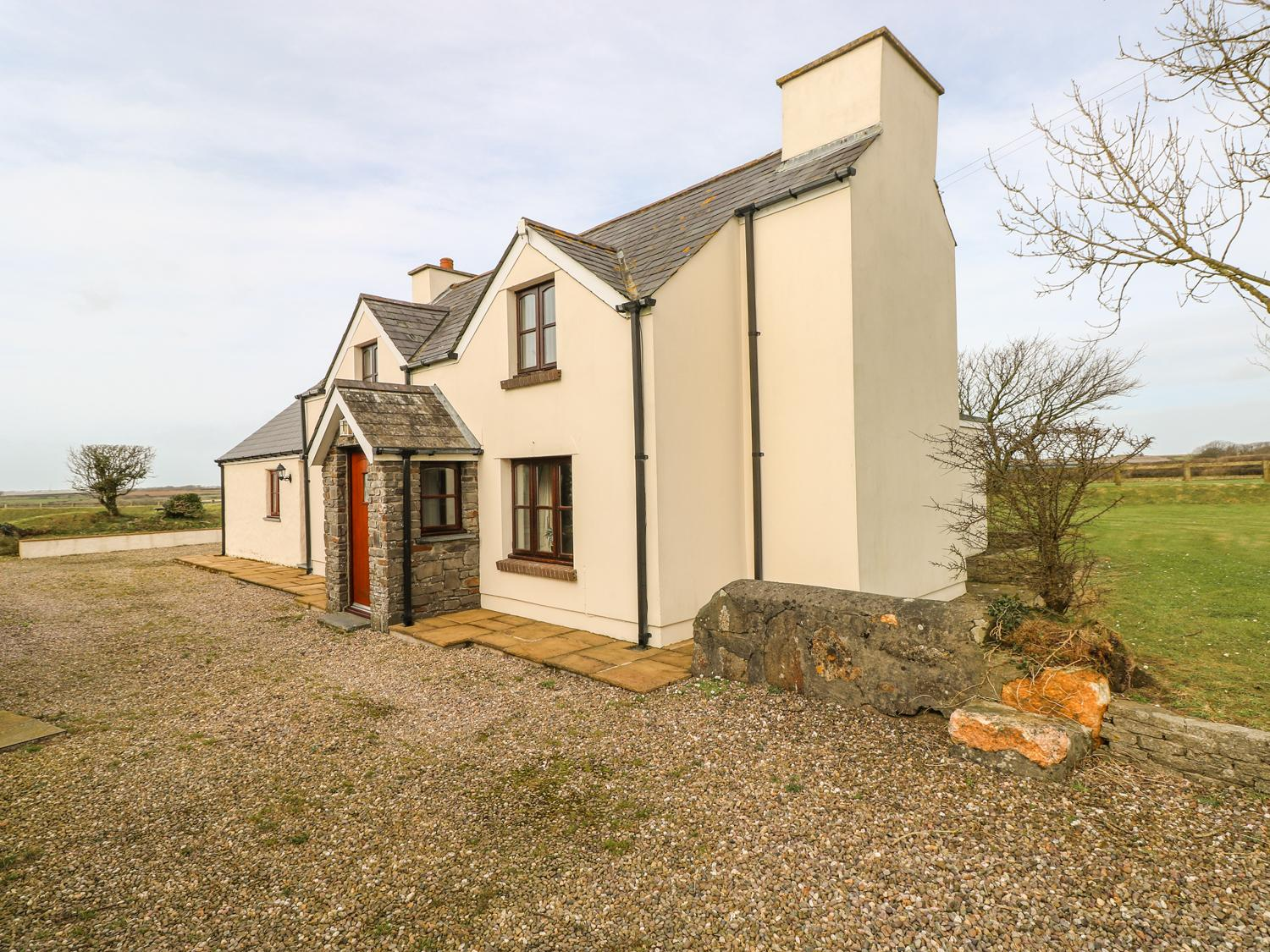 Holiday Cottage Reviews for Maerdy Lodge - Holiday Cottage in Solva, Pembrokeshire
