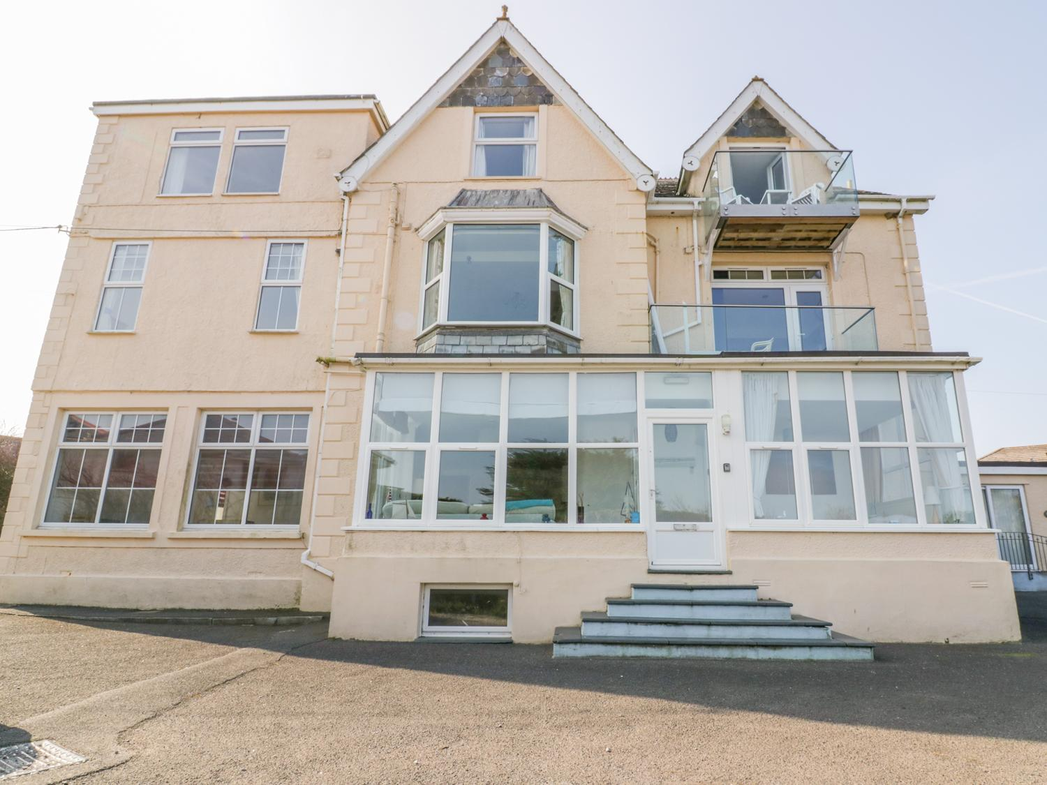 Holiday Cottage Reviews for Yellow Sands Apartment 7 - Holiday Cottage in Padstow, Cornwall inc Scilly