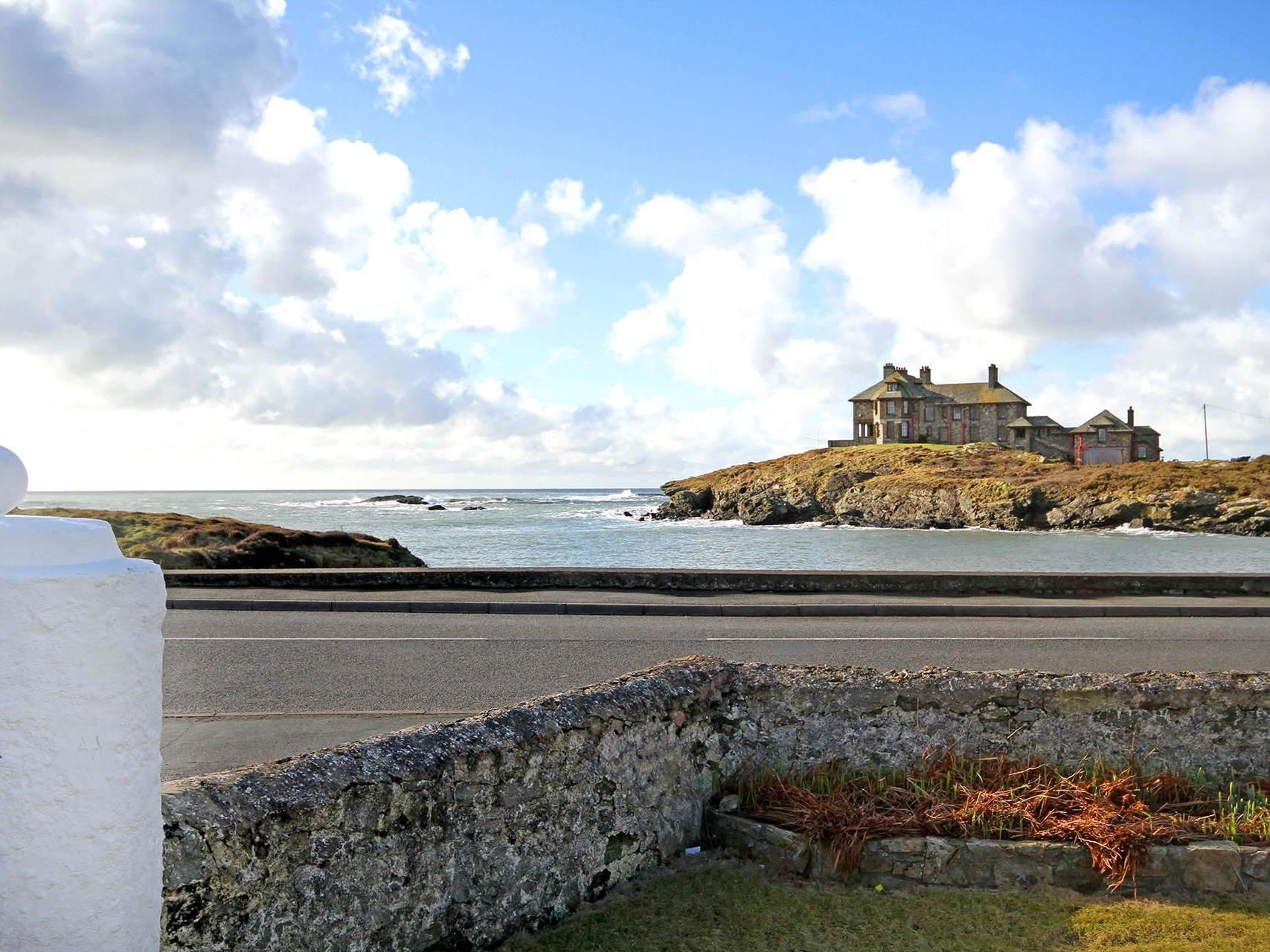 Holiday Cottage Reviews for Angorfa - Holiday Cottage in Trearddur Bay, Isle Of Anglesey