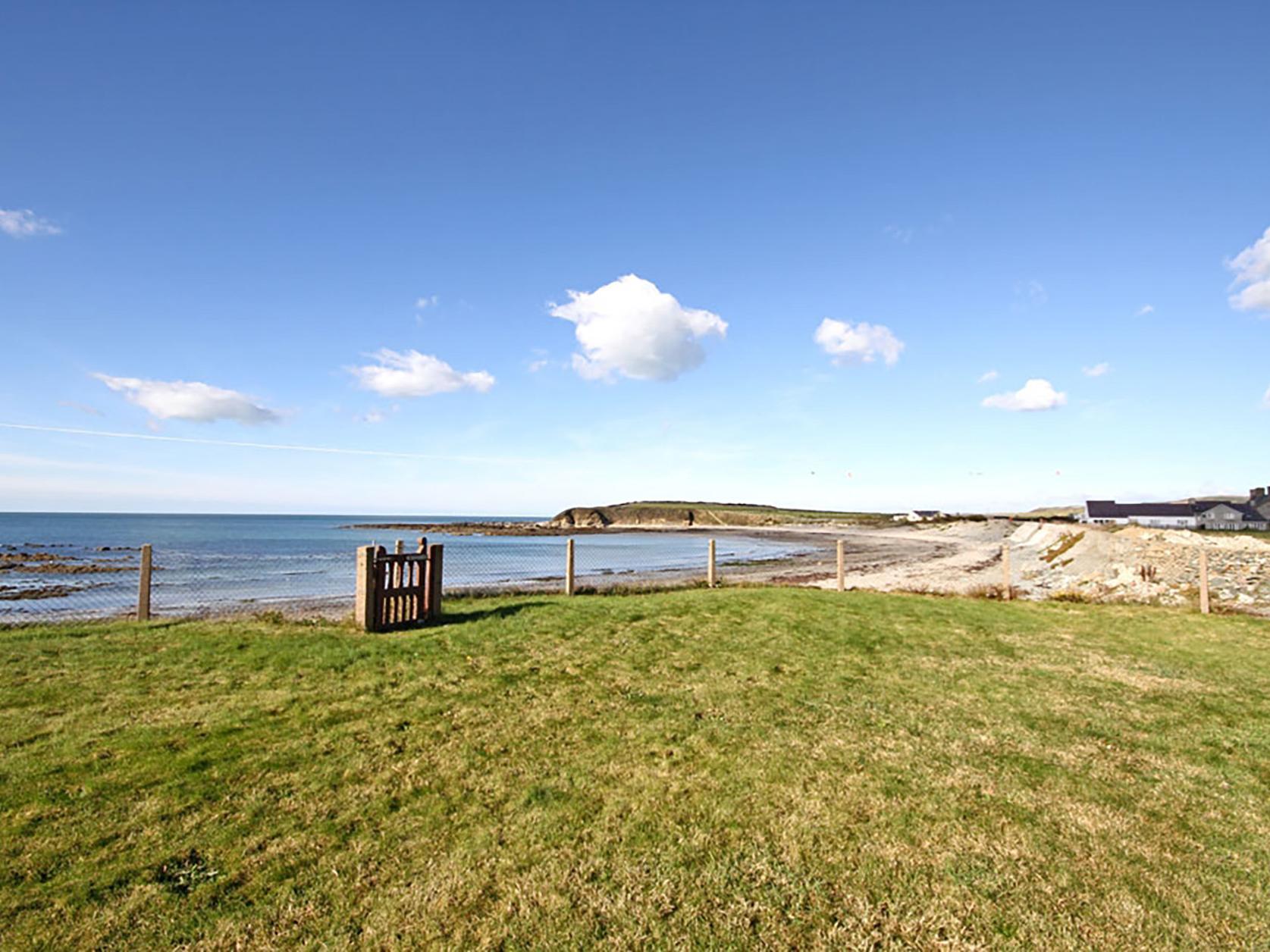 Beach House - Dryll-Y-Gro