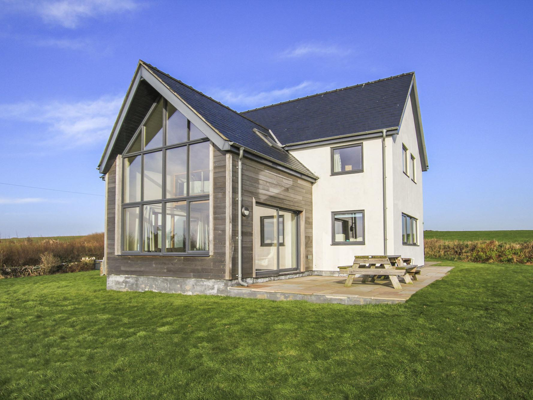 Holiday Cottage Reviews for Ty Glan y Mor - Holiday Cottage in Church Bay, Isle Of Anglesey