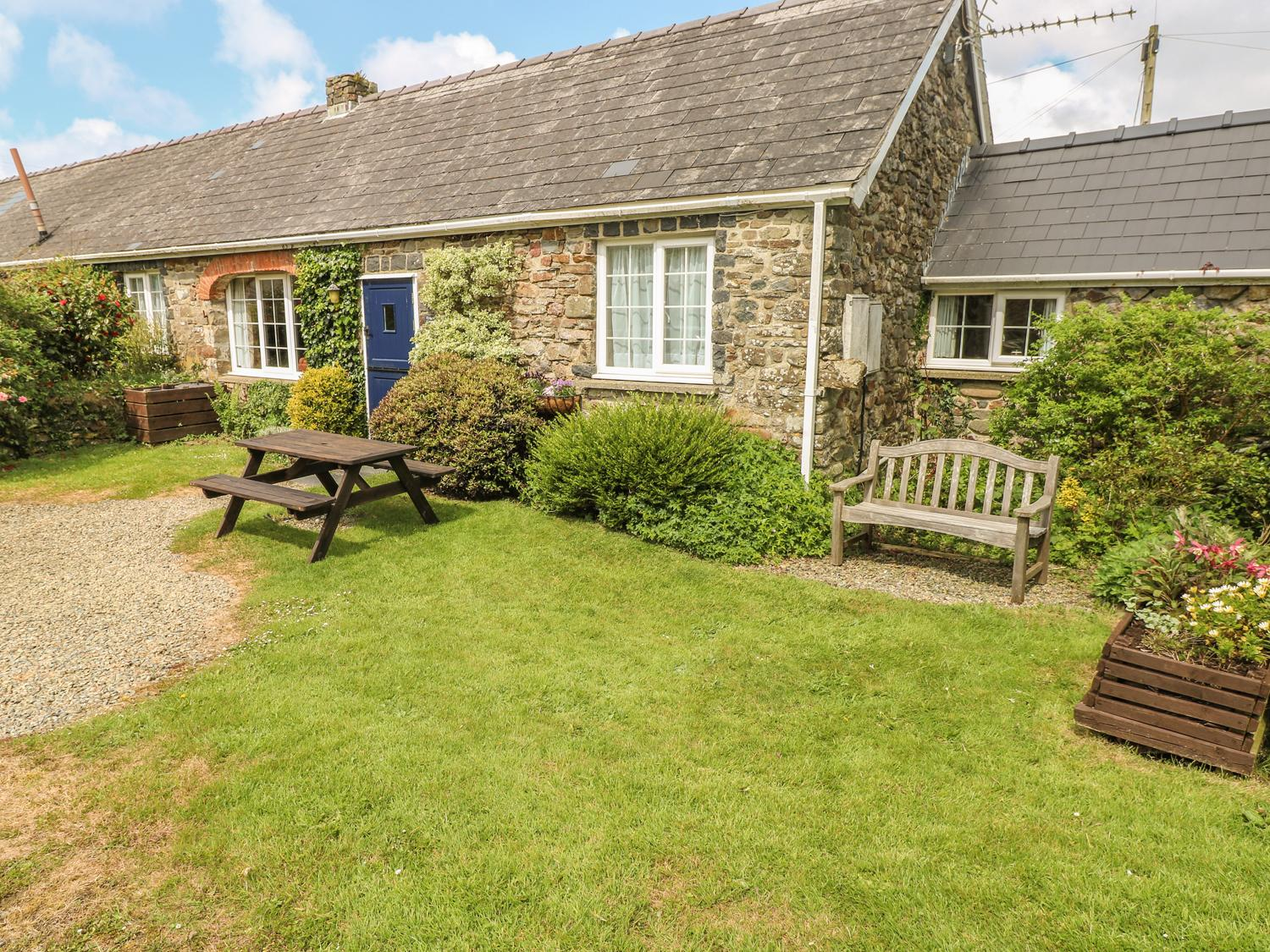 Holiday Cottage Reviews for Eynons Cottage - Cottage Holiday in Roch, Pembrokeshire