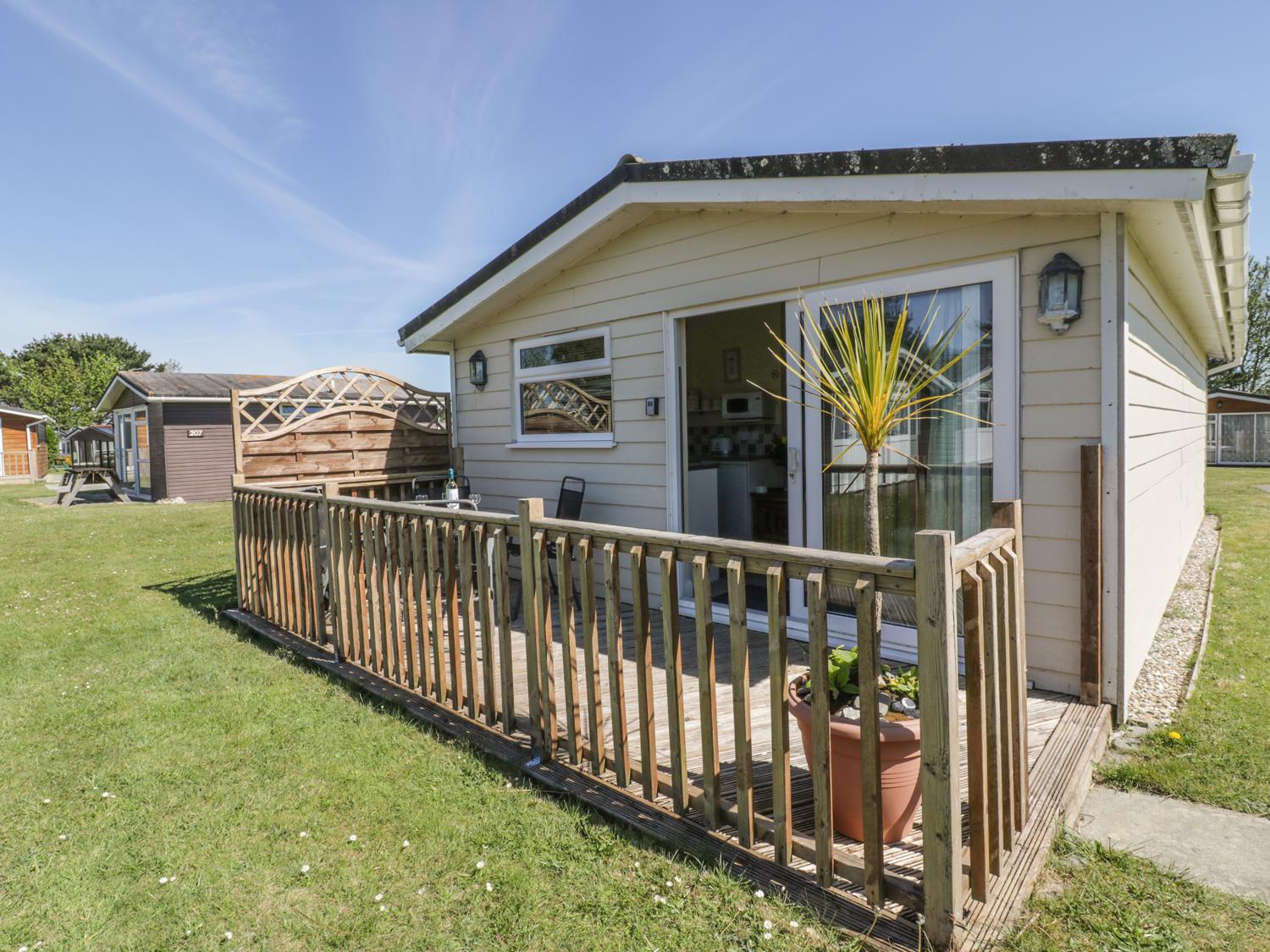 Holiday Cottage Reviews for Chalet 186 - Holiday Cottage in St Merryn, Cornwall inc Scilly