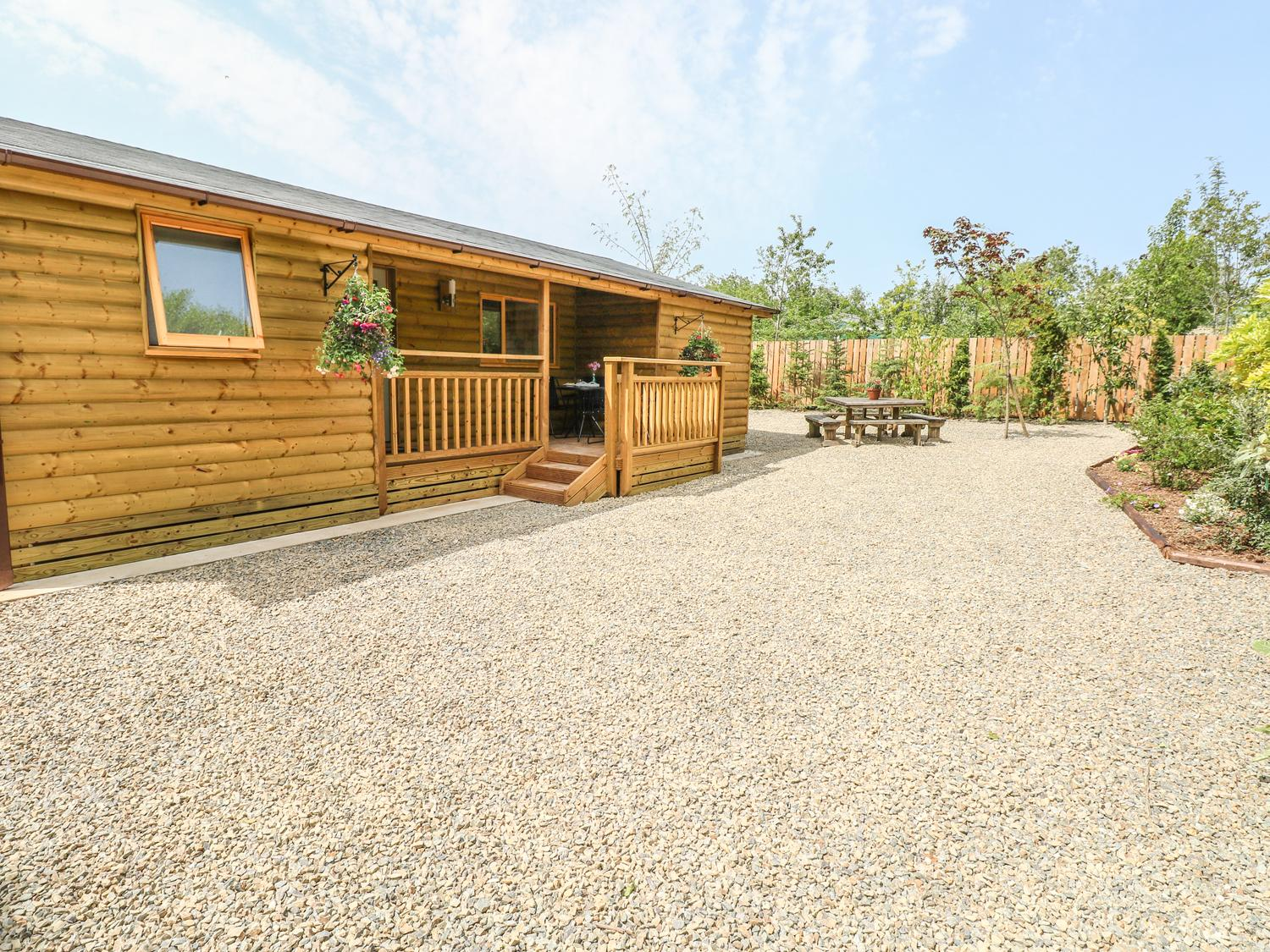Holiday Cottage Reviews for Willow Lodge - Holiday Cottage in St Florence, Pembrokeshire